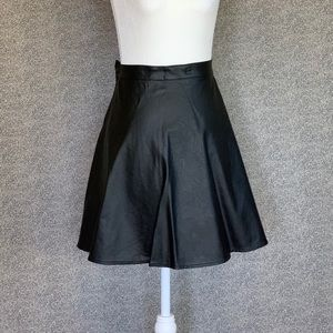 ✨💫H&M Faux Leather Skirt💫✨